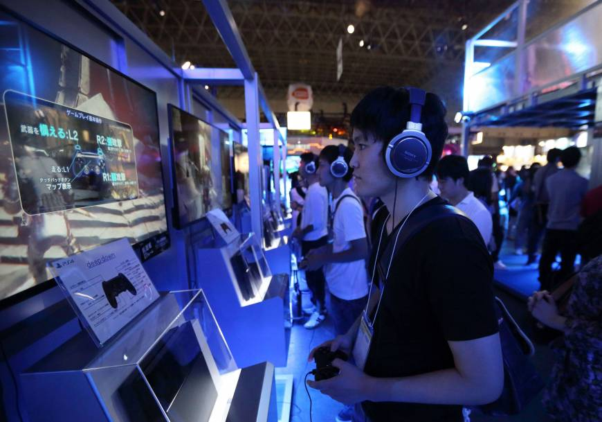 Sony Reports 2.1 Million PS4 Sales in Two Weeks – All Eyes on Microsoft