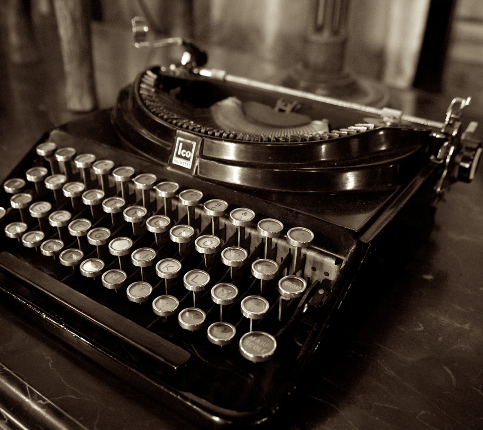 German Officials Mull the Ultimate in Document Security – Manual Typewriters