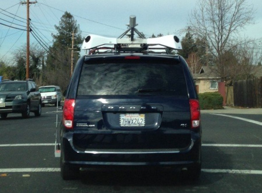 Apple Minivan Spotted X-Shaped Cameras Attached: Driverless Cars?