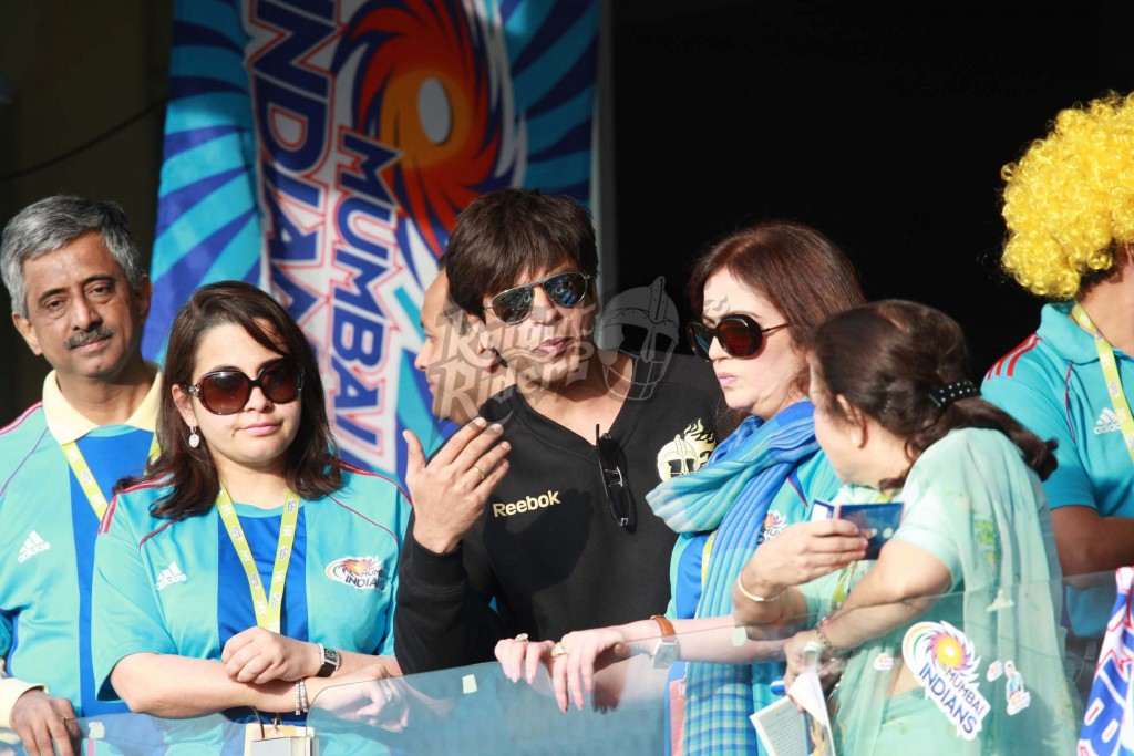 Nita-Ambani-with-Shah-Rukh-Khan