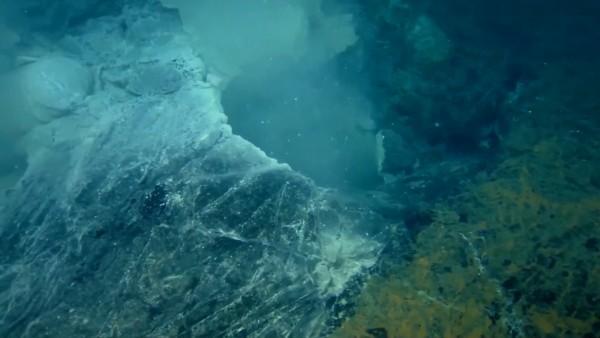 f_underwater_volcano_150430