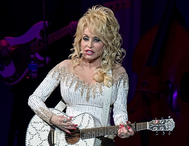 Dolly Parton wants to record duet with Adele