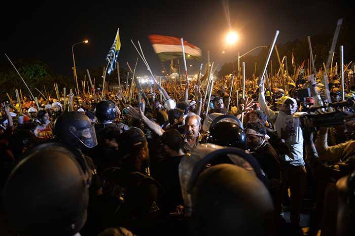 Pakistan Live! Nawaz Sharif to step down, army chief intervenes [video]