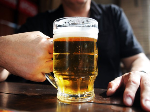 Study finds people working long hours more prone to heavy drinking habits