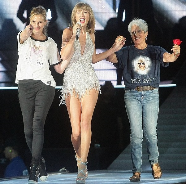 Julia Roberts dancing the coolest mom-steps with Taylor Swift onstage (+video)