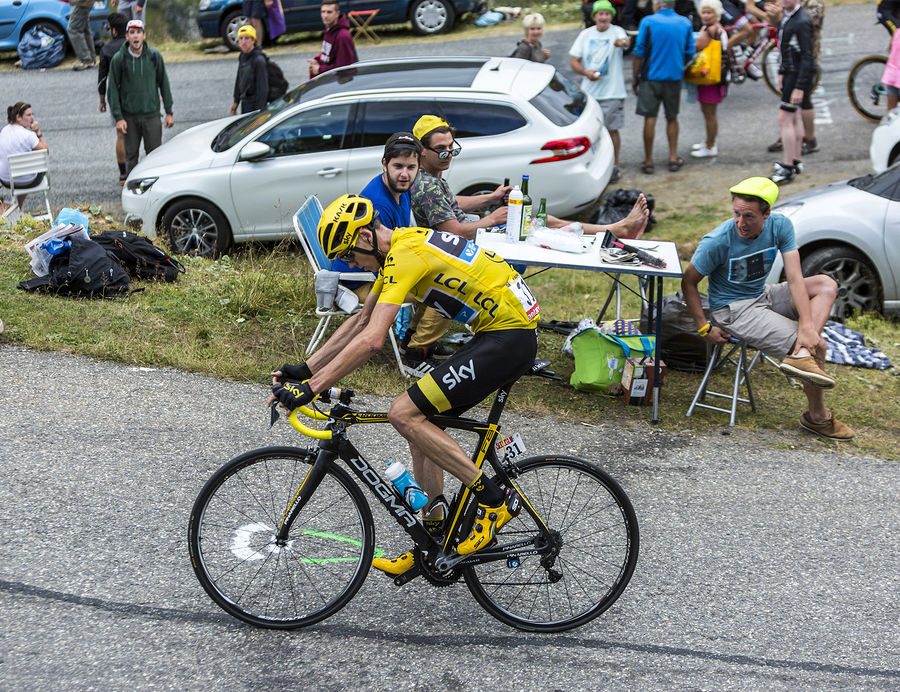 Tour de France: Froome RUNS up Ventoux after hitting camera motorcycle and wrecking bike [VIDEO]