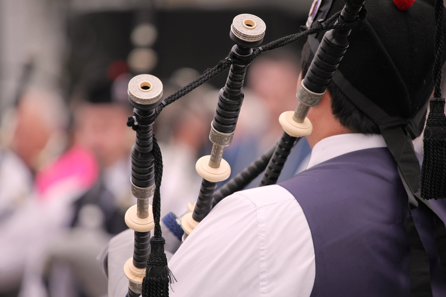 Bagpipes kill 61-year-old piper