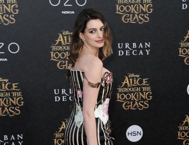 Anne Hathaway not ashamed of weight gain